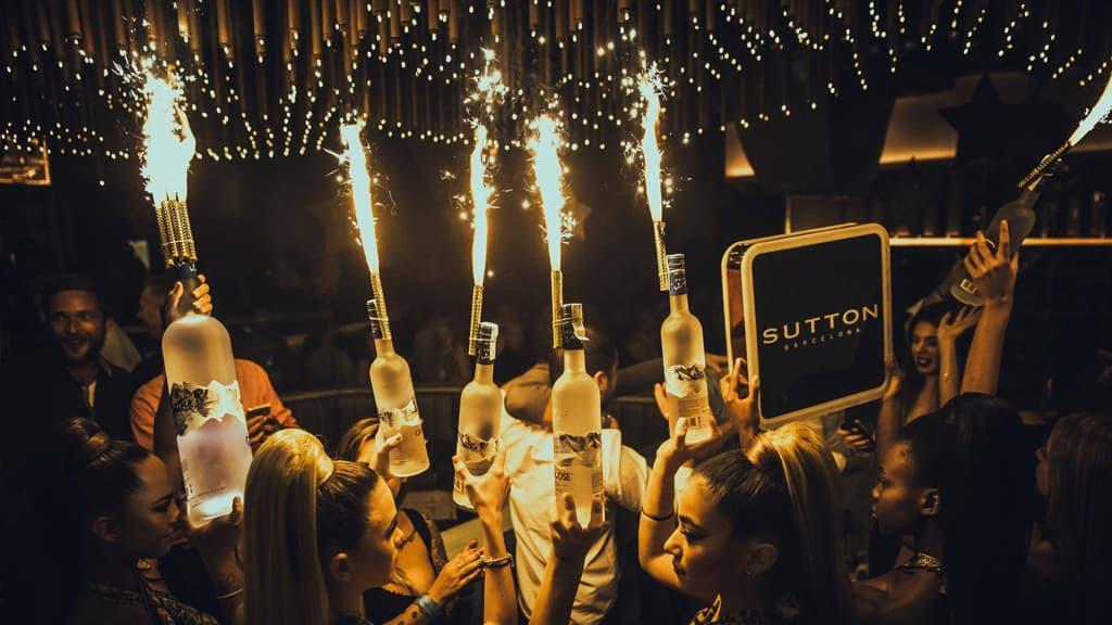 Botellas y bengalas en Sutton Barcelona