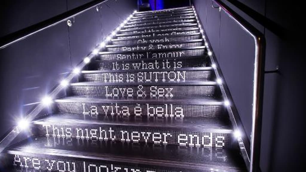 Escaliers avec des lettres par Sutton Barcelona